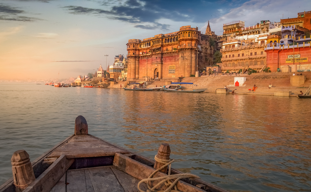 From Varanasi: Boat ride on the Ganges to Ramnagar fort with Transfers