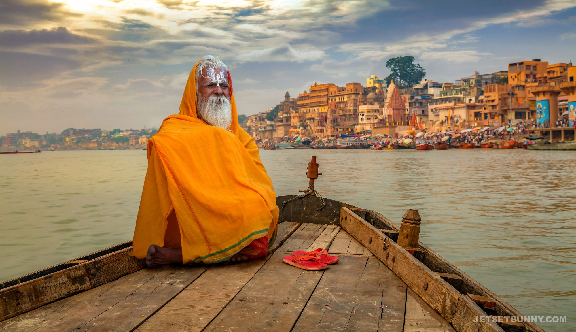 From Varanasi: Private Yoga Class with Ghat walk and Akhada Visit