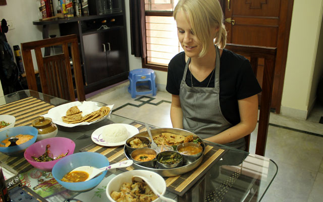 From Varanasi: 3-hour home cooking tour with a local family