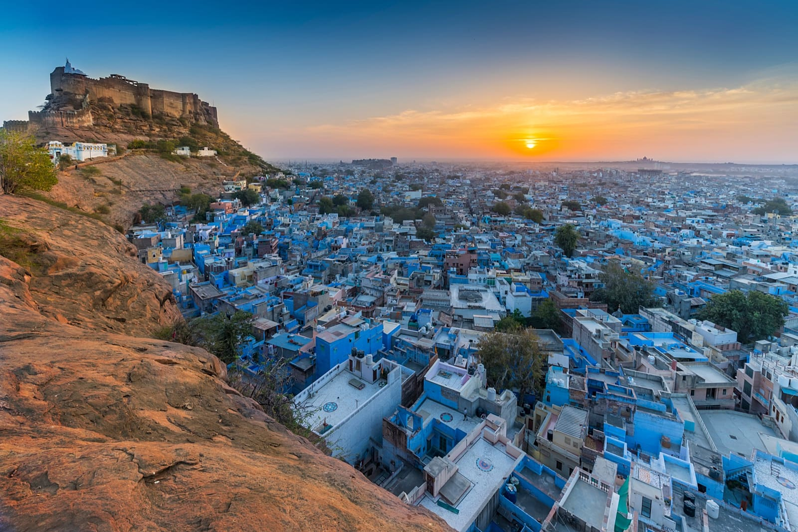 Private Transfer from Udaipur to Jodhpur with Kumbhalgarh and Ranakpur