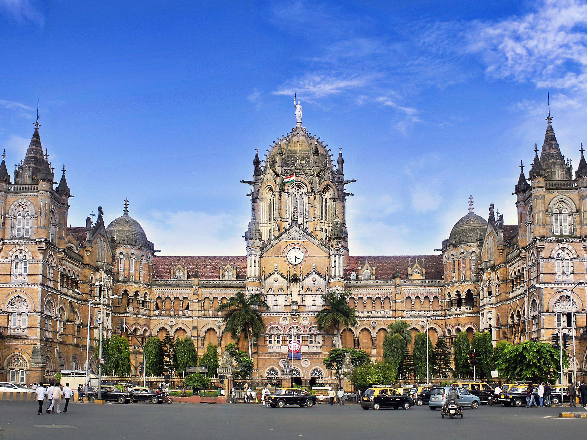 Mumbai: City tour with ferry ride and Dharavi slum