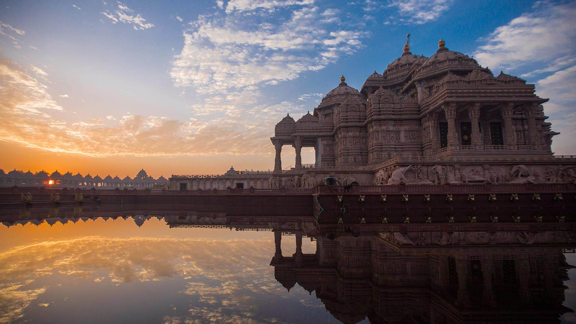 Old Delhi Walk with Akshardham Light & Water Show (Pick & drop included)