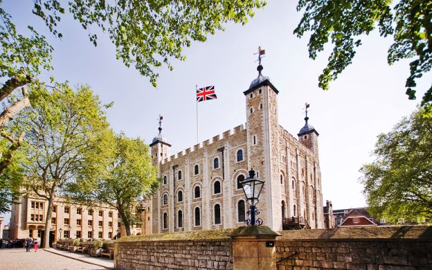 City Tour London: Hop-On, Hop-Off Bus With Tower of London Ticket