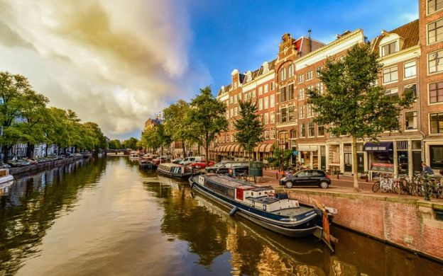 A Walk to Remember: Historic Amsterdam Guided Tour