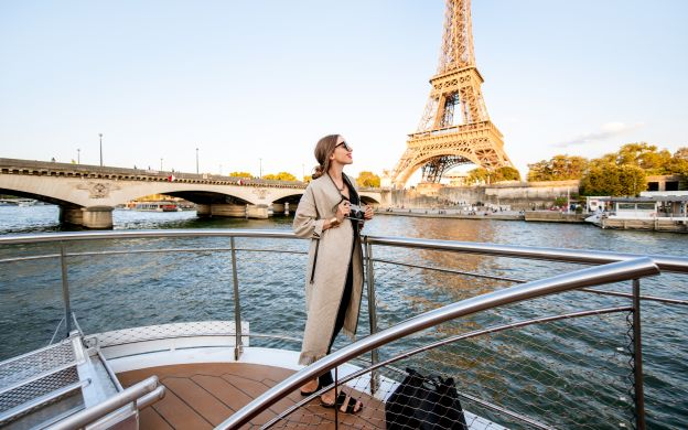 Seine River: Cruise, Snack & Drinks – Vedettes De Paris