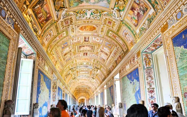 Vatican Museums Official: Timed Entrance Ticket