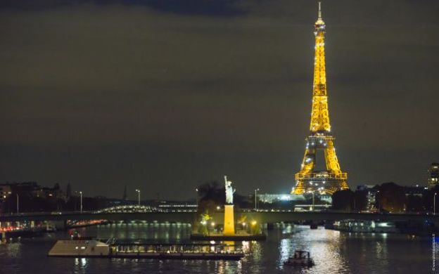 Seine River Cruise: 3-course Dinner, Eiffel Tower Illumination