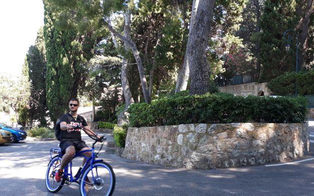 Biking along the Seaside: Nice and Villefranche-sur-Mer Tour on an E-bike