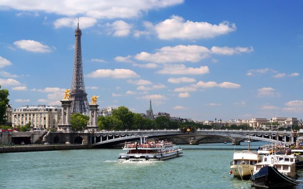 Seine River: Cruise, Champagne Tasting with Sommelier