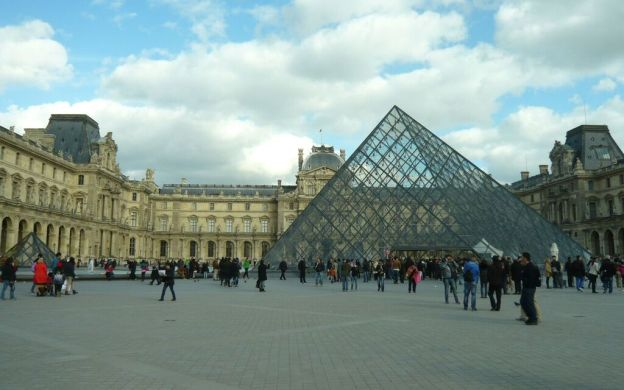 Louvre Museum Highlights Guided Family Tour – Skip the line!