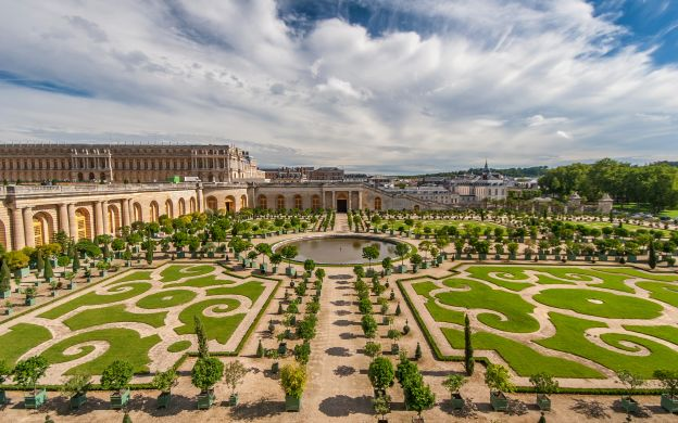 Versailles Palace and Fountain Show: Skip-the-Line, Audio-Guide