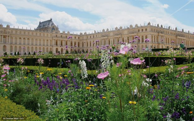 Versailles Palace and Marie Antoinette's Estate: Skip-the-Line, Audio Guide – from Paris