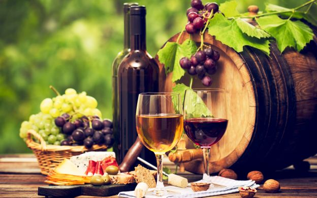 Wine Tasting in Hidden Paris - Small Group Tour