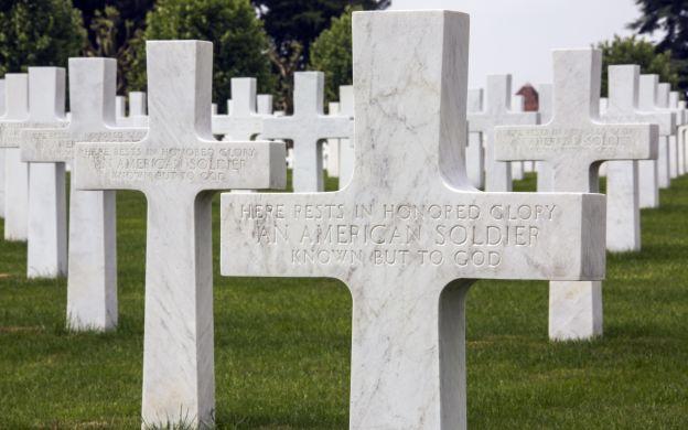 Normandy D-Day Landing Beaches: World War II Peace Memorials, Lunch, Guide – from Paris