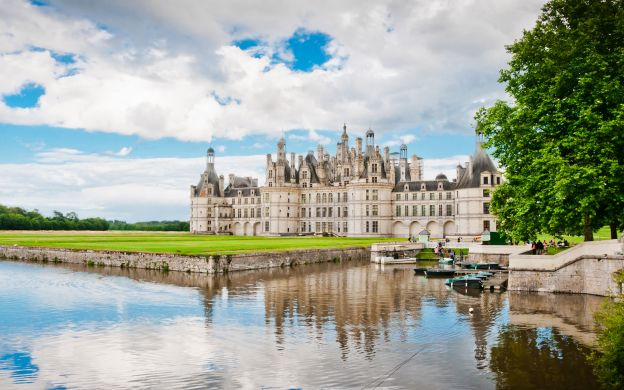 Castles of the Loire Valley - Tour from Paris with hotel pick up