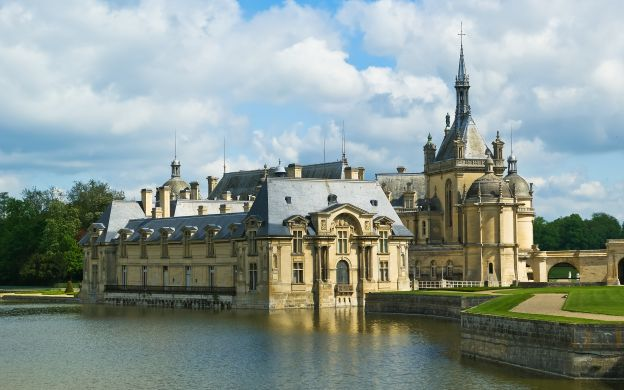 Chantilly Tour from Paris: Chateau Visit, Conde Museum, Grand Stables, Private Tour