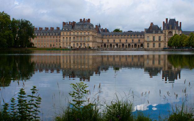 Fontainebleau and Vaux le Vicomte: VIP Private Tour – from Paris
