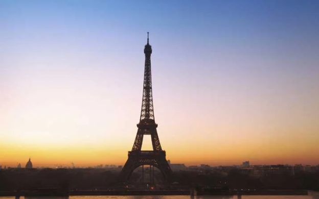 Eiffel Tower Dinner, Seine Cruise and Moulin Rouge Show with Hotel Drop Off