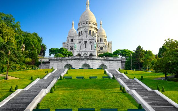 Paris Sightseeing Tour: Eiffel Tower Lunch, Seine Cruise & Montmartre - Small Group