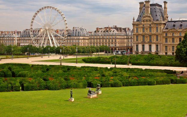 Louvre Museum & Notre Dame Island Walking Tour with Sainte Chapelle