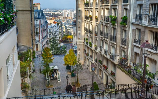 Dinner at Montmartre with Live Music Performance and Wine