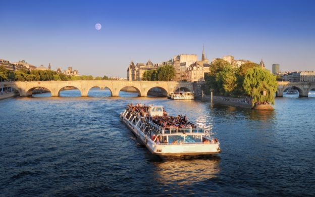 Seine Dinner Cruise & Versailles Fountains and Fireworks - Evening Tour from Paris
