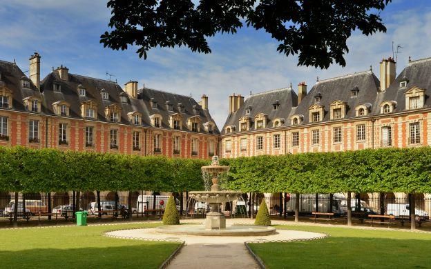 Paris Photo Tour with Local Guide