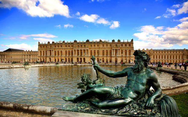 Versailles Palace and Marie Antoinette's Estate: Skip-the-Line, Guide, Half-Day Tour