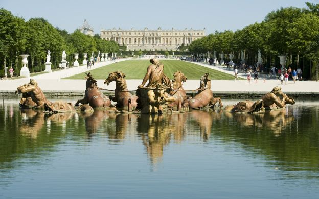 Versailles Palace and Fountain Show: Express Tour, Guide
