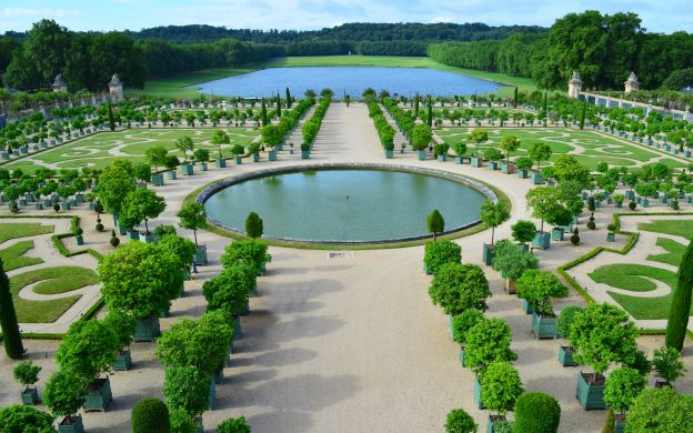 Versailles Palace Ticket: FREE Audio Guide - from Paris
