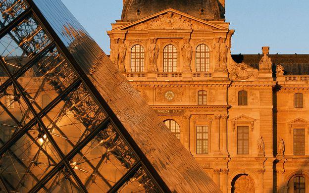 Ile de la Cite & Montmartre Tour with Louvre Ticket: Skip-the-Line!