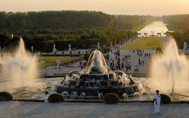 Versailles Palace and Trianon: Audio Guided Tour – from Paris