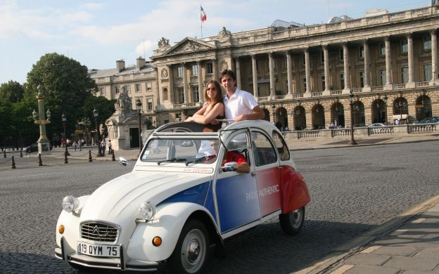 Private Tour of Paris and Montmartre in an Open Top 2CV