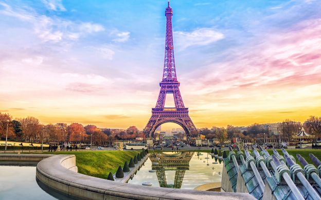 Montmartre, Skip-the-Line Eiffel Tower & Seine River Cruise: Small Group Tour