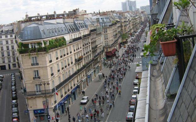 Get Your Skates On: A Skating Tour of Paris