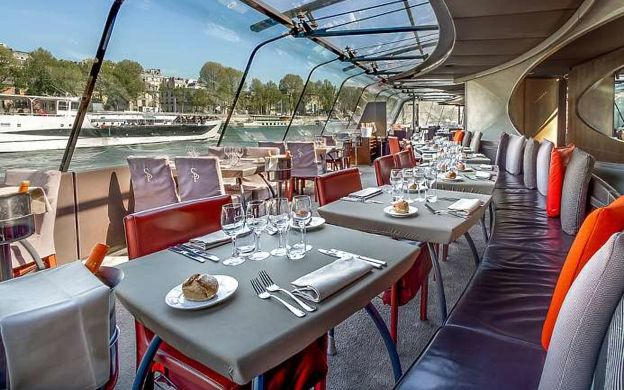 Early Dinner Cruise on Seine River - Bateaux Parisiens