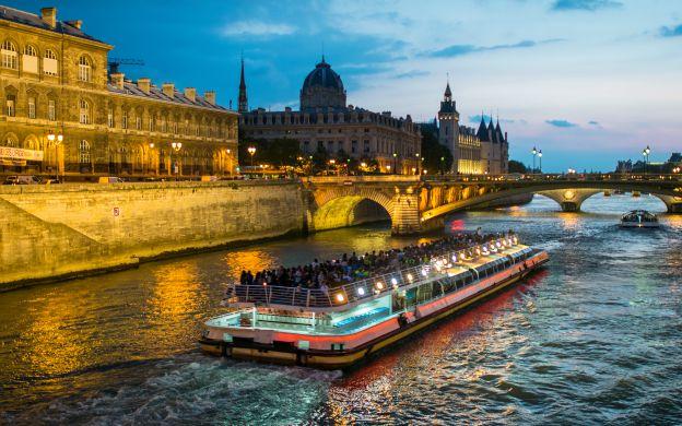 1-Hour Seine River Cruise - Bateaux Mouches