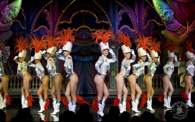 Moulin Rouge: 9pm Show, Champagne, Hotel Transfers
