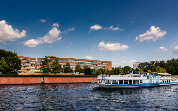 Berlin Spree Cruise by Day