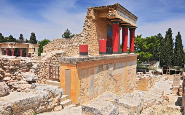 Minoan Magic: Knossos and Heraklion Sightseeing Tour