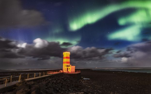 Northern Lights  Tour with Luxury Coach Transfers & Dinner, from Reykjavik
