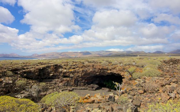 Iceland Guided Lava Cave Tour & Geothermal Adventure