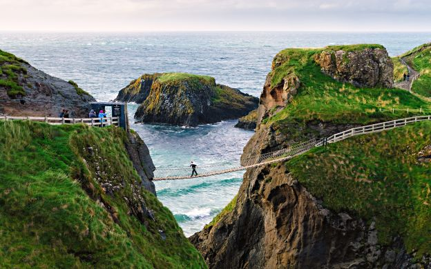 True Irish Beauties: Tour of Giant's Causeway + Carrick-a-Rede Bridge