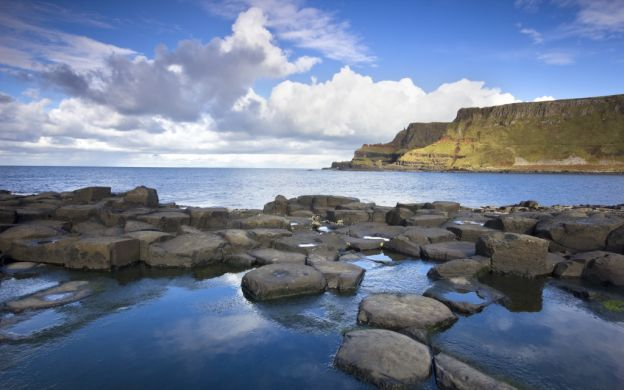 Gateway to Legends: Guided Tour of Giant's Causeway with Carrick-a-Rede Rope Bridge, Dunluce Castle Visits