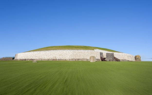 Newgrange Tombs and Hill of Tara Tour from Dublin
