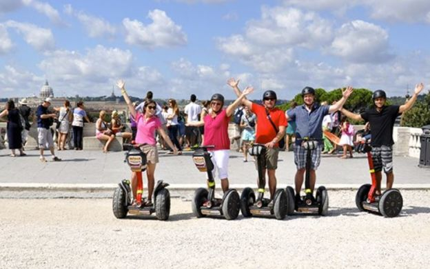 Cruising through History: Segway Tour of Rome's Historical Highlights: Fountain of the Four Rivers, Pantheon, Spanish Steps and More