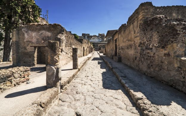 A Morning at the Roman Ruins of Herculaneum – Tour from Sorrento