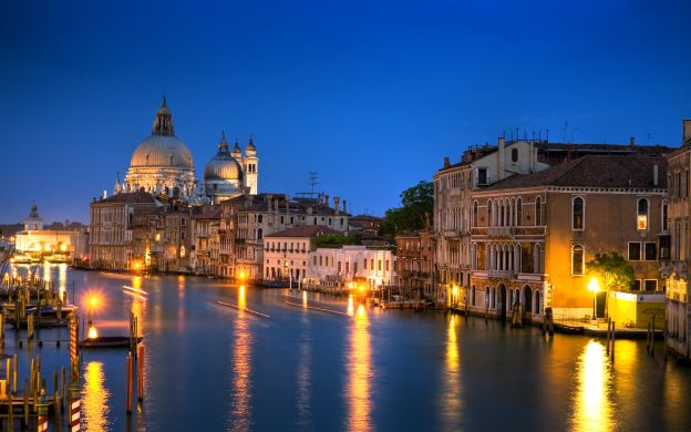 Hidden Venice by Night Walking Tour & Gondola Ride