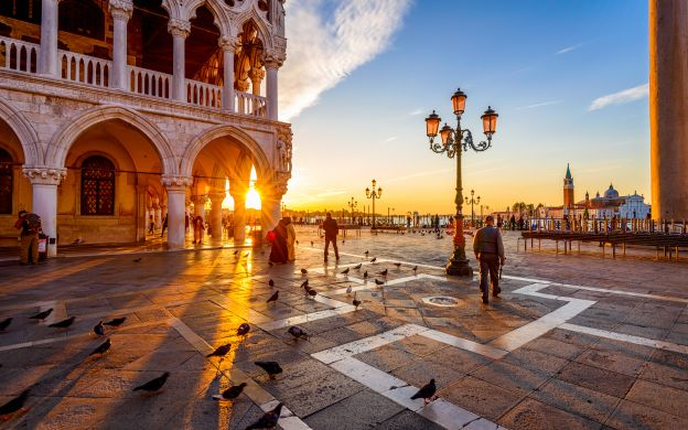 Venetian Treasures: Doge's Palace, Golden Basilica, St. Mark's & Rialto Super Saver Tours with Museo Correr Tickets, Grand Canal Gondola Ride & Glassblowing Experience