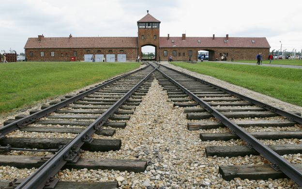 Auschwitz-Birkenau: Skip-the-Line, Group Tour with Guide - from Krakow